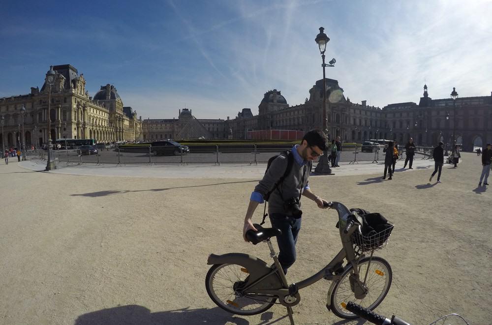 In bicicletta a Parigi con Velib