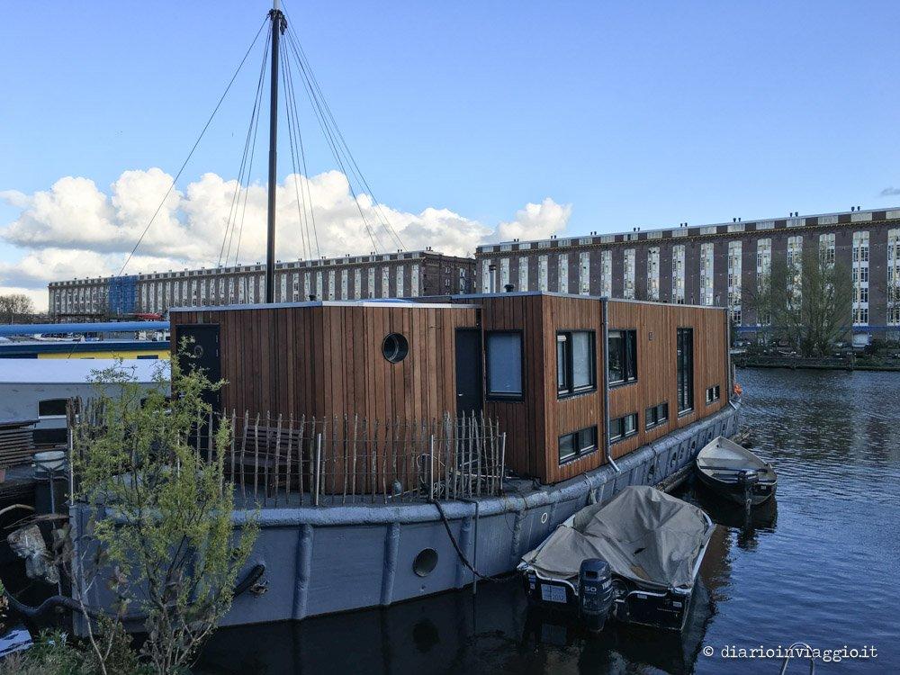 l 39 emozione di dormire in houseboat a amsterdam