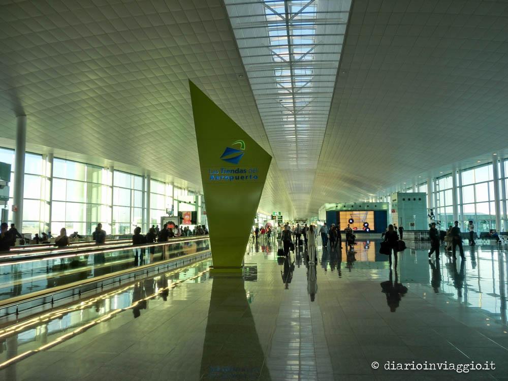 Dall 39 aeroporto el prat al centro di barcellona con il for Ostelli barcellona centro economici