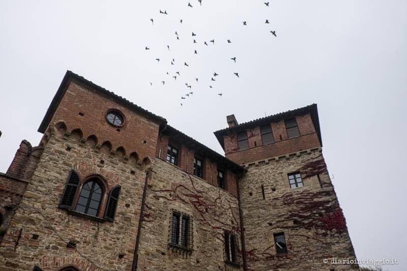 Andar per castelli in Piemonte tra un bicchiere di vino e una caccia al tartufo