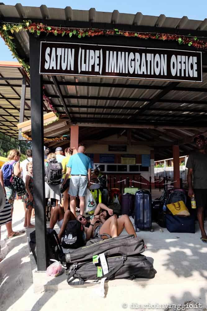 da Koh Lipe a Langkawi ufficio immigrazione