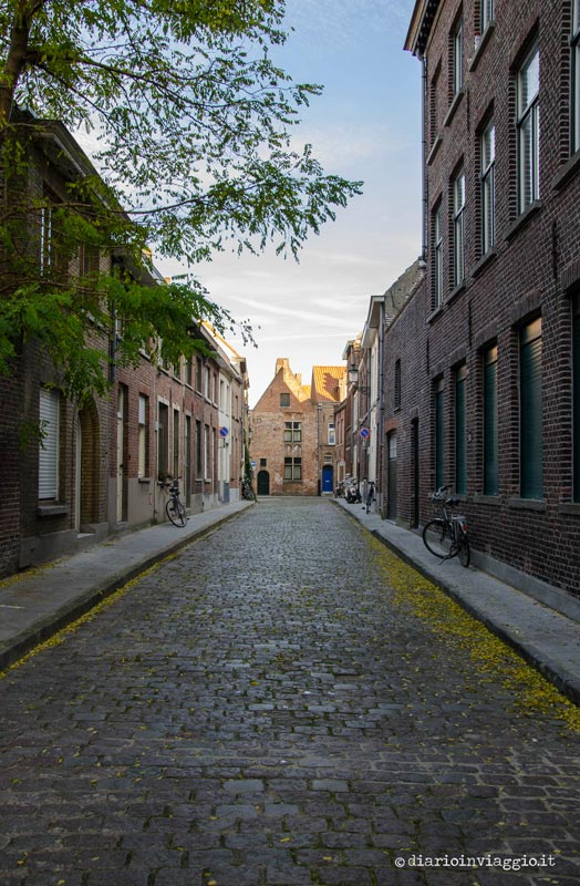 Strade autunnali a Bruges