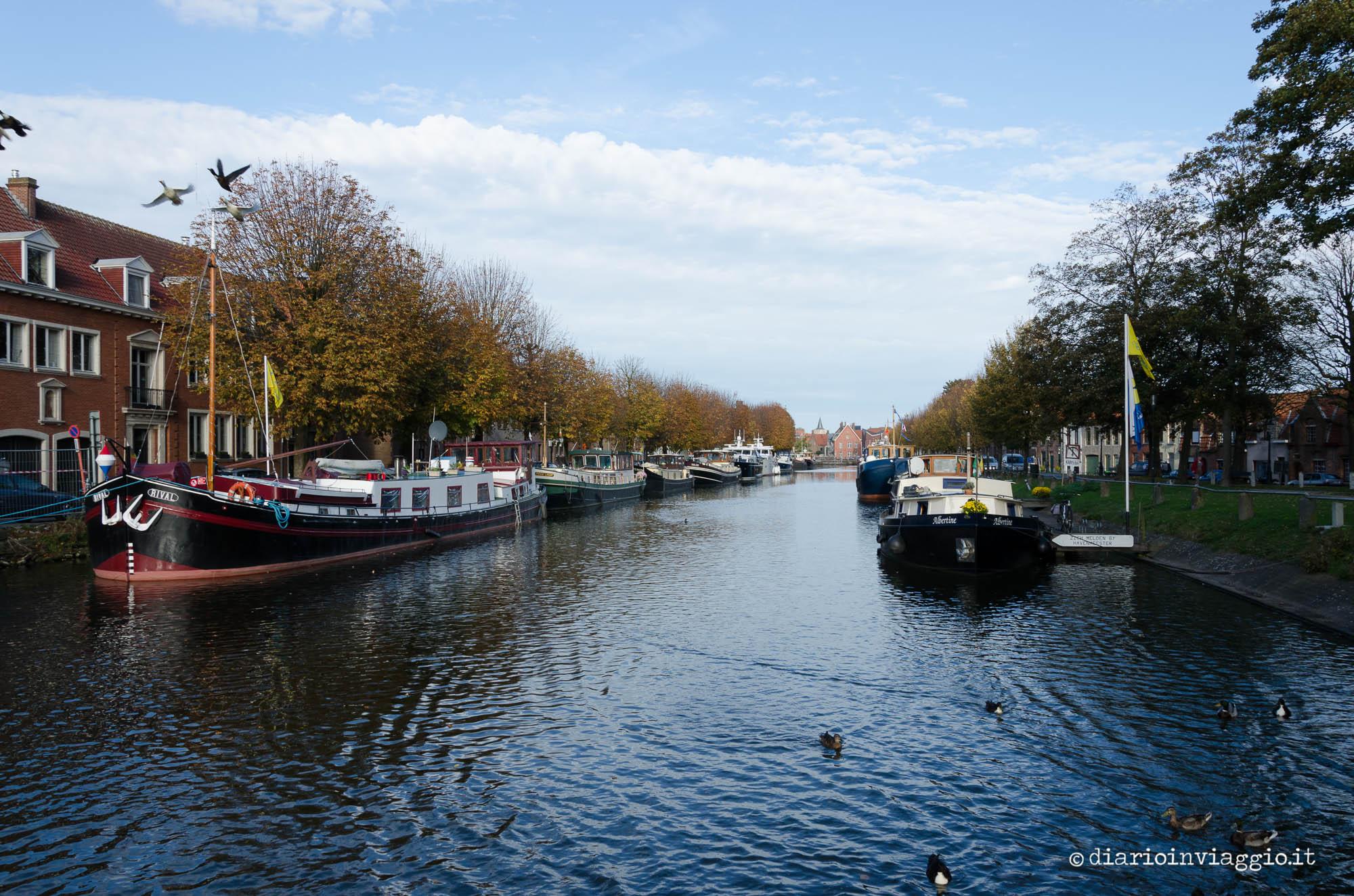 Houseboat su uno dei canali di Bruges