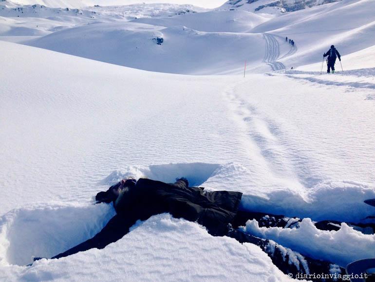 Allegria è... disegnare un angelo sulla neve
