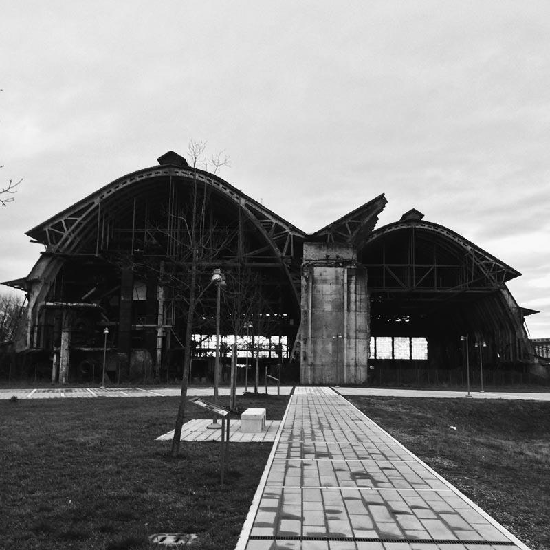 La ex Perfosfati di Portogruaro, una vecchia fabbrica che troneggia con la sua vecchia carcassa