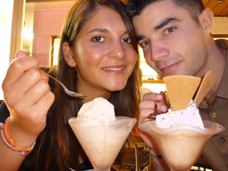 Estate è una coppia di gelato al mare