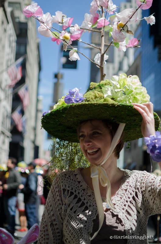 Parata dei cappelli sulla 5th ave. a New York