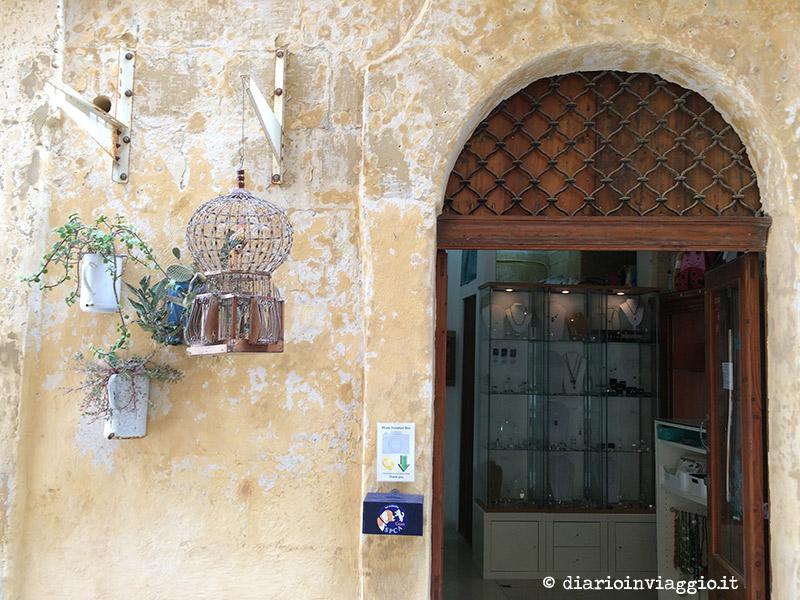 L'ingresso del negozio di artigianato locale Prickly Pears a Victoria, Gozo