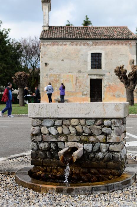 Versutta, la fontana di Pasolini